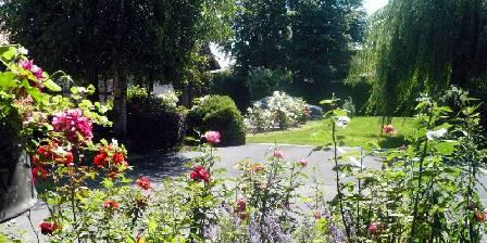 Gîte Chez Josy Gite dans les fleurs en été