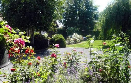 Gite dans les fleurs en été
