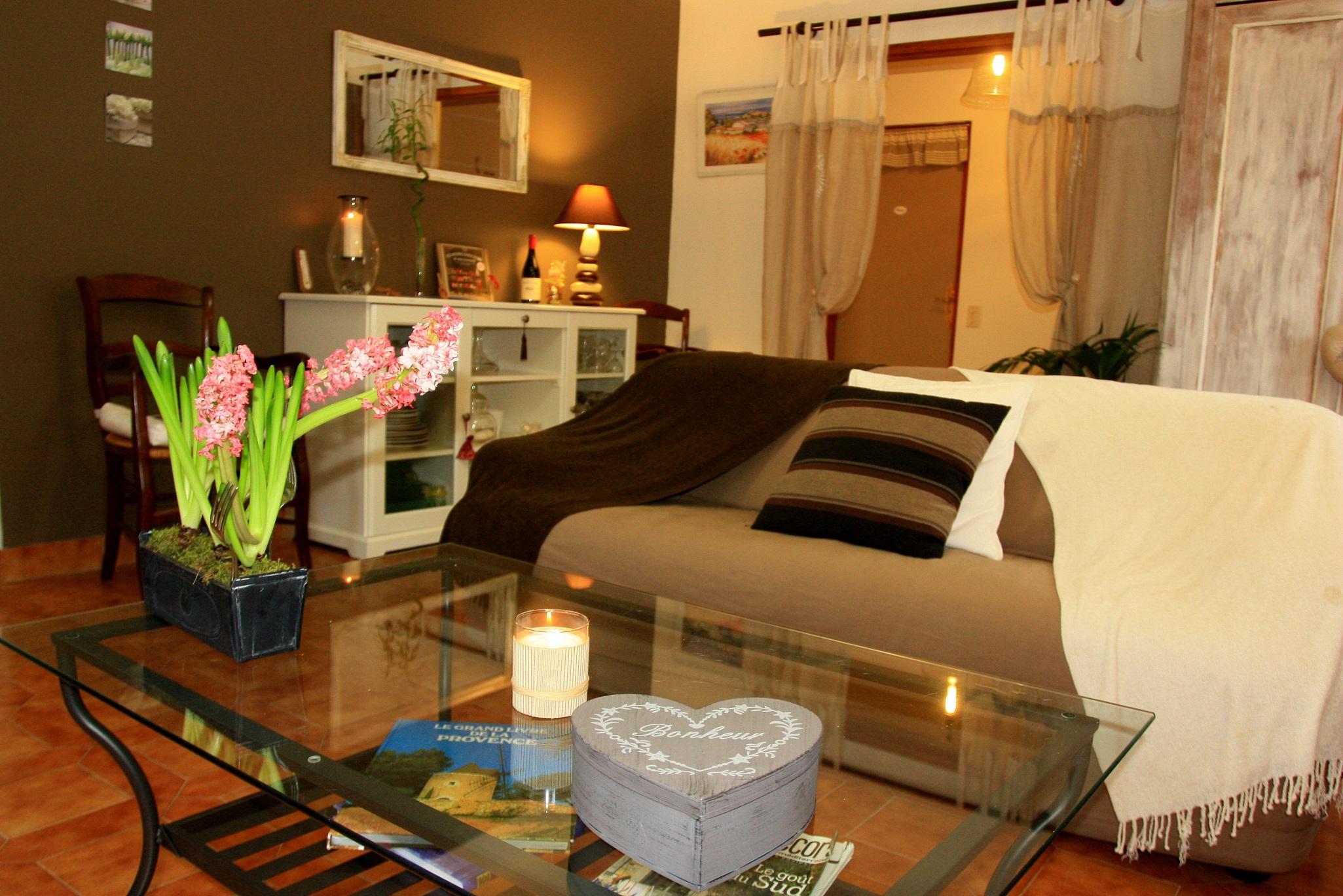 la maison de jocelyne une chambre d 39 hotes dans le vaucluse en provence alpes cote d 39 azur. Black Bedroom Furniture Sets. Home Design Ideas
