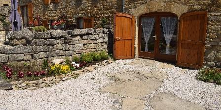 Entre Dolmens et Fontaines L'entrée des chambres d'hôtes