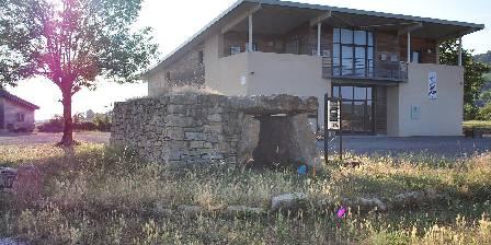 Entre Dolmens et Fontaines La maison des dolmens à Buzeins