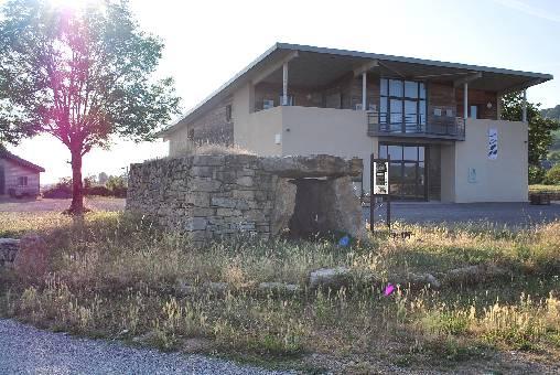 La maison des dolmens à Buzeins