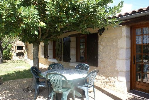 Chambre d'hote Dordogne - FACADE BARBECUE TERRASSE