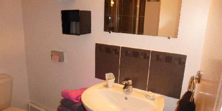 Gîte de La Roseraie Notre salle d'eau avec douche et WC
