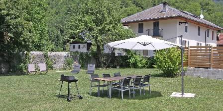 La Belle Etoile L'Arclosan : Jardin avec barbecue et transat