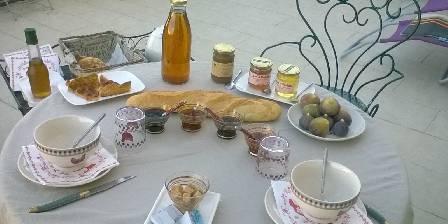 La Dame Blanche Petit déjeuner terrasse l'été