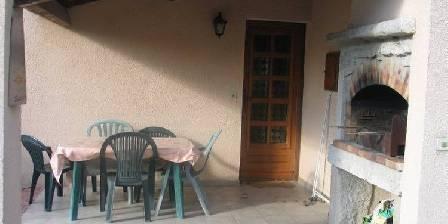 Vos Vacances à Vogüé Ardèche Terrasse avec barbecue