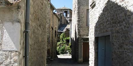 Gite Vos Vacances à Vogüé Ardèche > rue du village