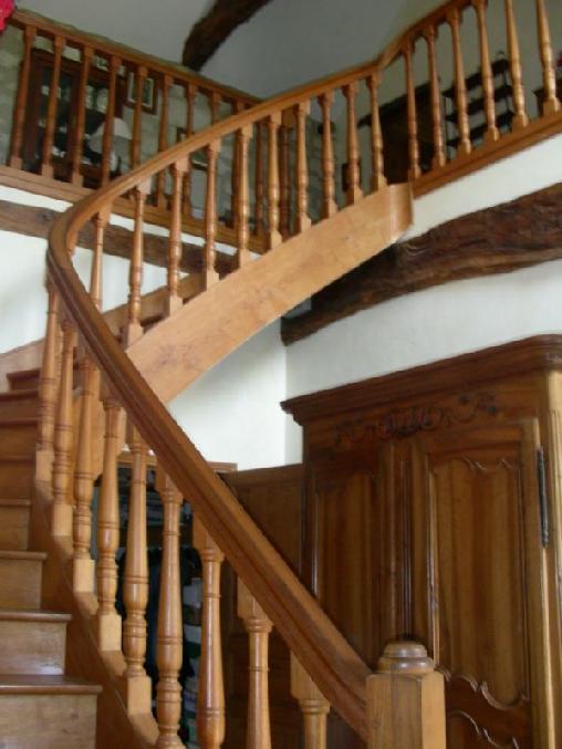 Escalier d'accès aux chambres