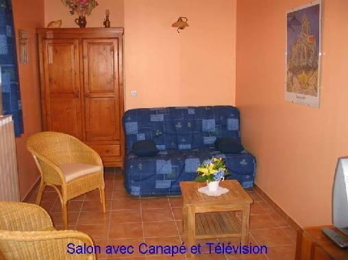 salon avec canapé, télé