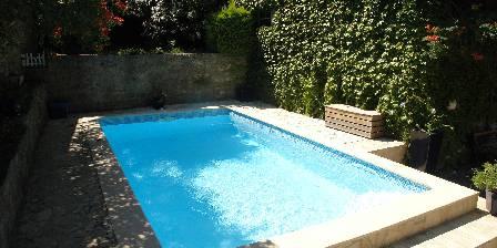 Le Chai de Marguerite La piscine ( 4m sur 6 m )