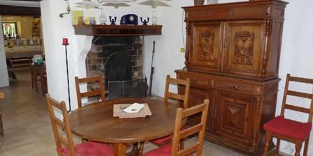 Mayaric en Provence Petite salle à manger avec âtre ancien