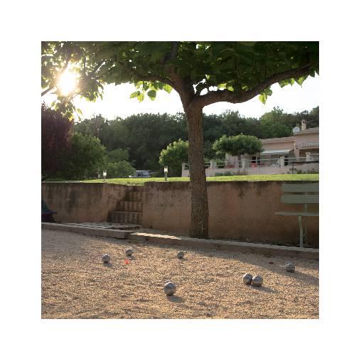 Chambre d'hote Alpes de Haute Provence - une partie de pétanque