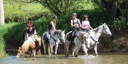 Le Moulin de Vaux Traversée du gue à cheval