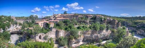 Minerve (20km): Petit village médiéval bâti sur une roche