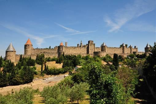 Carcassonne (50km): connue pour sa forteresse médiévale