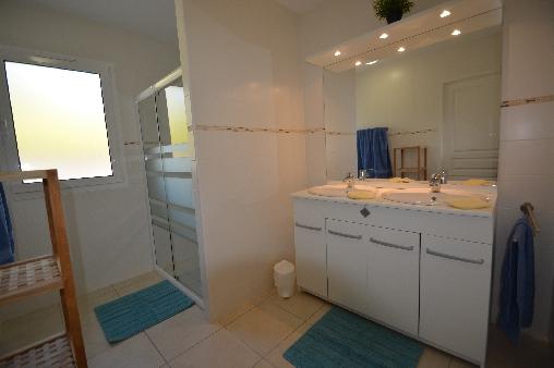Deux salles d'eau avec douches spacieuses
