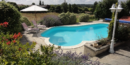 Domaine La Fontaine Domaine la Fontaine - heated swimming pool