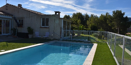 Chambre d'hotes Domaine Marselan > Piscine