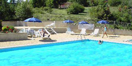 Le Clot du Jay Swimminpool near bungalows