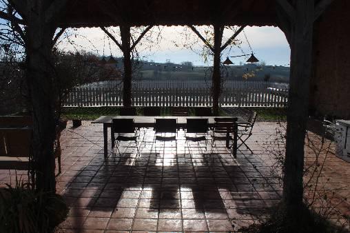 Grange et piscine - vue sur les Pyrénées