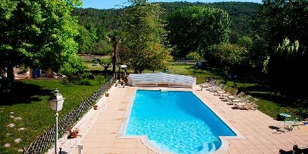 Domaine La Provenç'âne La piscine chauffée et couverte en mi-saison