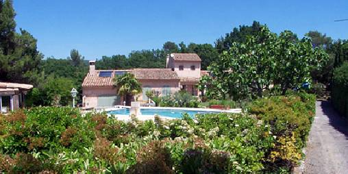 Calme et verdure en Provence c'est le Domaine de la garrigue