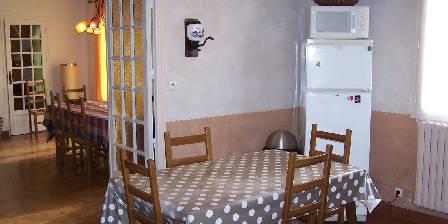 Gîtes de Kernejeune Cuisinne et salle à manger de la location du gîte Clévacances