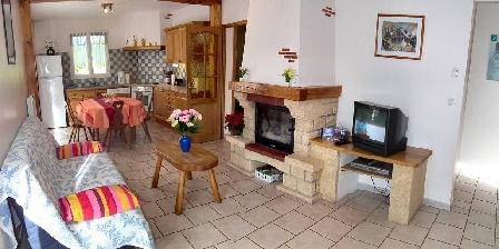 Gîte des Moulins Cuisine aménagée  et salon confortable