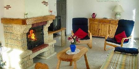 Gîte des Moulins Séjour confortable avec cheminée insert