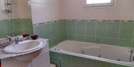 Gîte des Moulins Salle de bain RDC avec baignoire balnéo