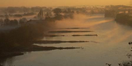 Le Fief des Cordeliers Lever de soleil sur la Loire