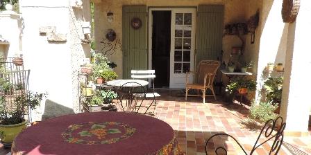Portail des Oliviers Breakfastsin terrace