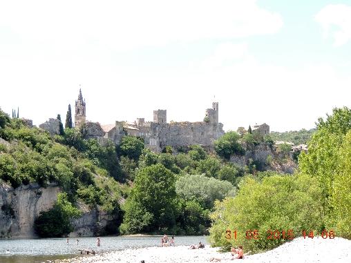 Aiguèze forteresse médiévale
