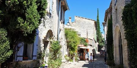 Jasmin Place des Fours cité médiévale