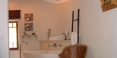 Chambre d'hotes Suite du village d'Eze > Bastide aux Camelias, Chambres d`Hôtes Eze (06)