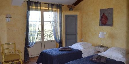 La Bastide des Amouriers La Bastide des Amouriers, Chambres d`Hôtes Caumont Sur Durance (84)