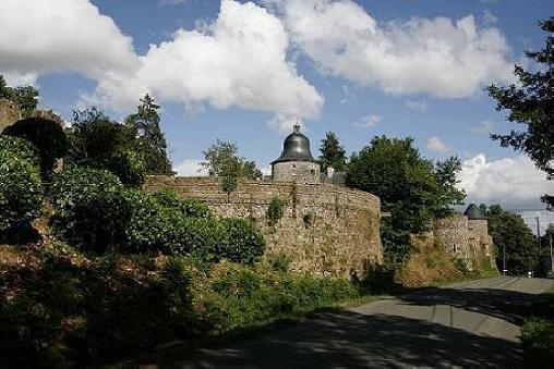 Chambre d'hote Mayenne - Gîte Insolite de Pêche dans tour du XVIIeme en Pays de Loire, Chambres d`Hôtes Saint Thomas De Courceriers (53)