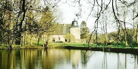 Le Gite de Courceriers Gîte Insolite de Pêche dans tour du XVIIeme en Pays de Loire, Chambres d`Hôtes Saint Thomas De Courceriers (53)