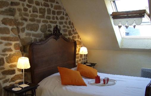Chambre double + 1 lit 1 personne Gîte les Hortensias
