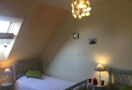 Chambre 2 lits simples Gîte les Hortensias