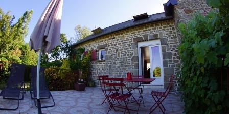 L'Angevinière La grande terrasse du gîte les Coquelicots