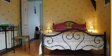 Chambre d'hotes BnB M. MICHELE à Corseul > Chambres et table d'hôte de beau soleil, Chambres d`Hôtes Corseul (22)