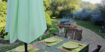 Gite Gîte de l'Audardière > la amison verte, terrasse er BBQ