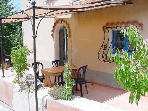 Les Boulines Gite en Provence verte face à la Sainte Baume, Chambres d`Hôtes Tourves (83)