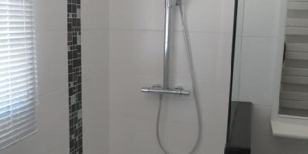Escale à Lomener Douche dans salle de bain