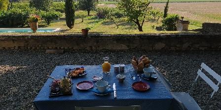 Domaine de Lamartine Petit déjeuner sur la terrasse