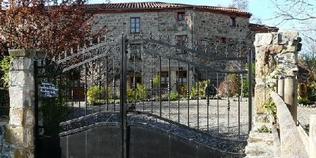 Le Moulin de la Ribeyre Le Moulin de la Ribeyre. Chambres et tables d'hôtes, Chambres d`Hôtes COUDES (63)
