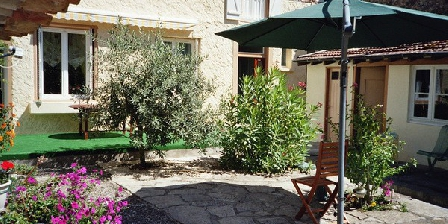 Joli Jardin Joli Jardin Chambres d'Hotes, Chambres d`Hôtes Belesta (09)
