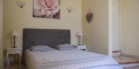 mas de claire fontaine une chambre d 39 hotes dans le vaucluse en provence alpes cote d 39 azur. Black Bedroom Furniture Sets. Home Design Ideas